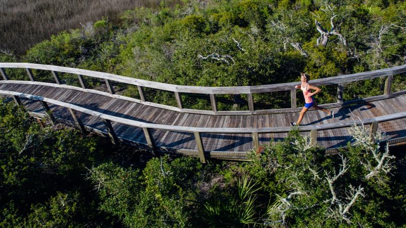 Runner on curving Boardwalk