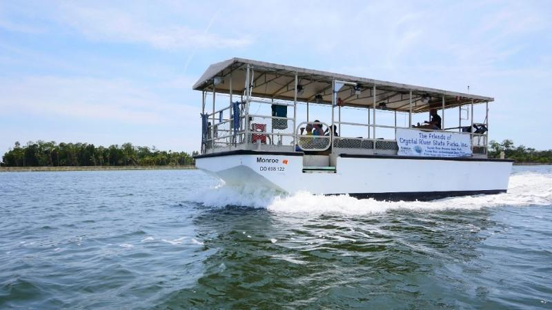 Image of tour boat Monroe on the Crystal River